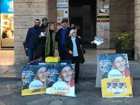 Tavolo di Più Europa con Emma Bonino in Piazza S. Oronzo a Lecce